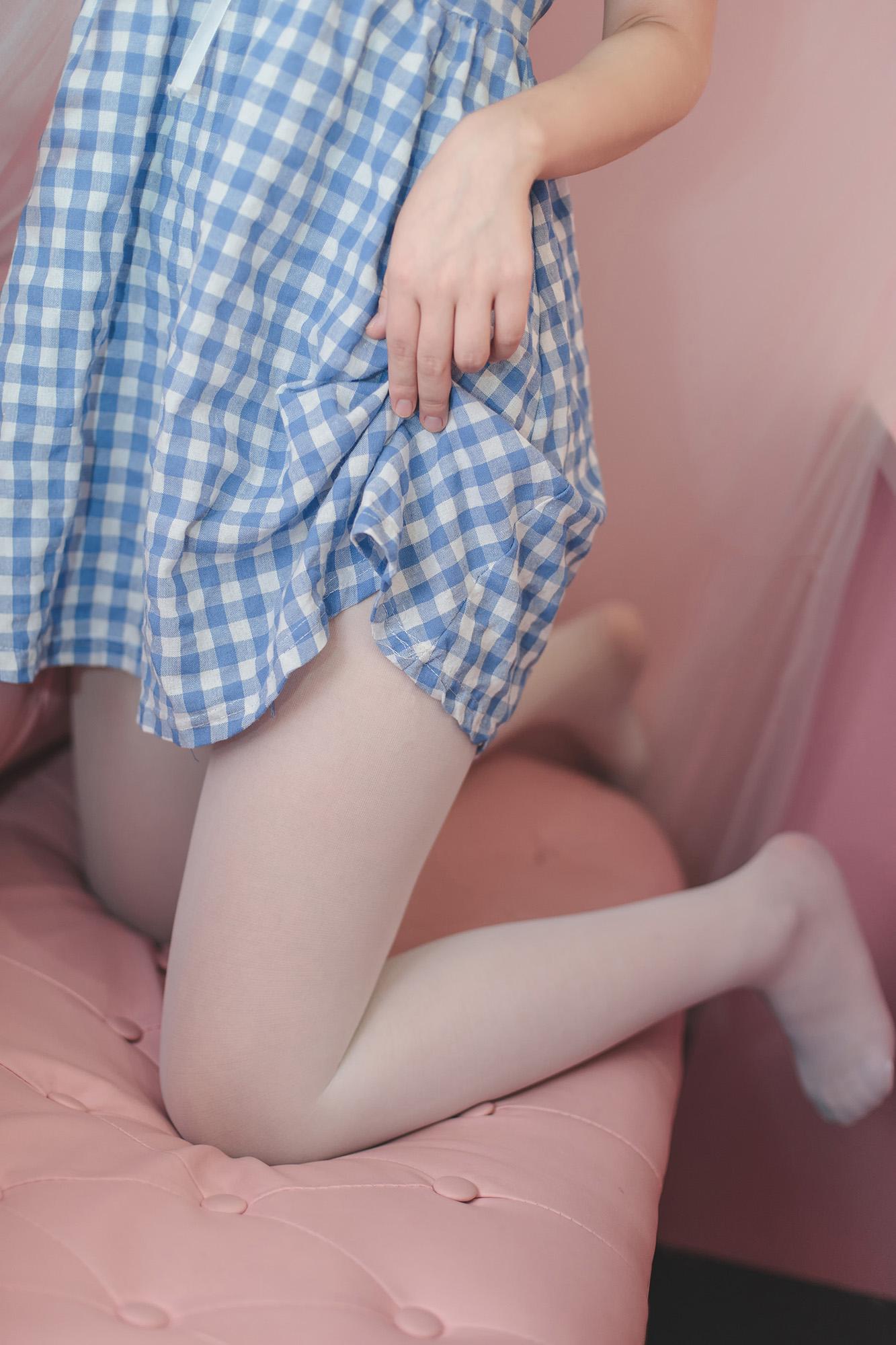 轻兰映画SPL010[115P],白丝美腿玩球姿态令人心动